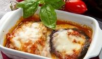 Патладжани с доматен сос и моцарела
