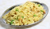 Пържен ориз с грах и лук