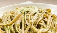 Лесни спагети със спаначен сос