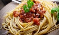 Спагети с доматен сос и маслини