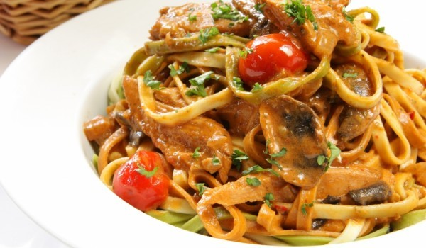 Пикантни спагети с калмари и лимонена гремолата