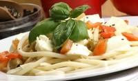 Спагети с моцарела