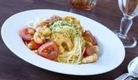 Спагети със скариди и домати