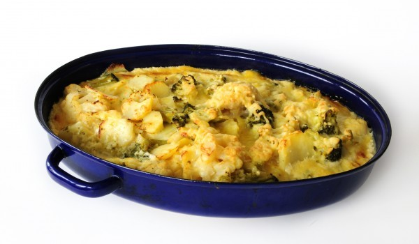 Огретен с карфиол, броколи и макарони
