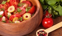Салата от домати и маслини по италиански