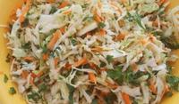 Зелева салата с моркови
