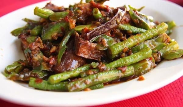 Кавказка салата с агнешко и гъби