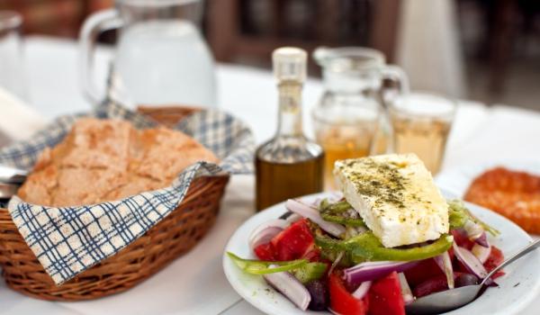 Гръцка салата с печено сирене