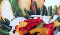 Лятна салата с фасул и плодове
