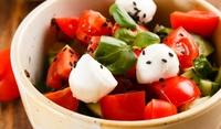 Салата с домати и зеленчуци