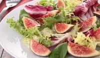 Листни зеленчуци с пресни смокини