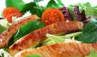 Листни салати с пилешко филе и печурки