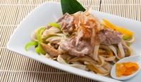 Китайска салата с нудли и свинско