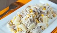 Салата с пиле, царевица и ананас