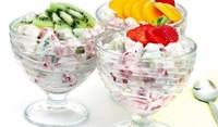 Плодова салата със сметана и ванилия