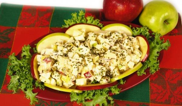 Турска салата с орехи и ябълка