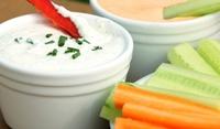 Зеленчукови пръчици със сос