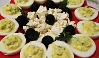 Яйца със сос от маслини