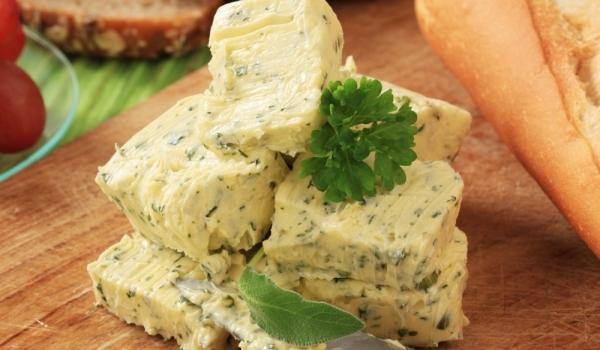 Чесново масло със сирене