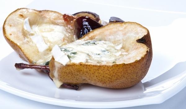Пълнени круши със синьо сирене