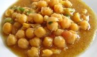 Супа с нахут, чесън и мента