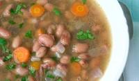 Бобена супа с крутони