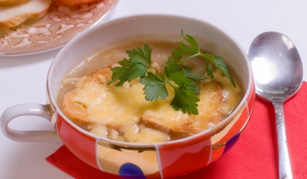 Супа от лук и сирене