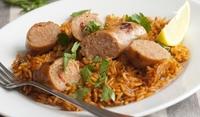 Ориз с наденица и доматен сос