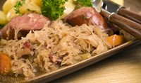 Свинско с кисело зеле и кървавица