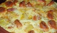 Запеканка с наденица и картофи
