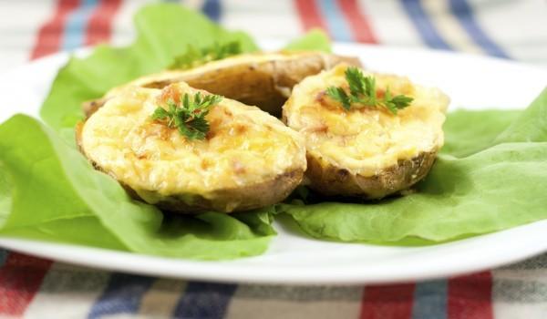 Пълнени картофи със сирена и пиле