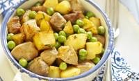 Свинско с картофи и грах на фурна