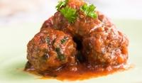 Пържени кюфтета с доматен сос