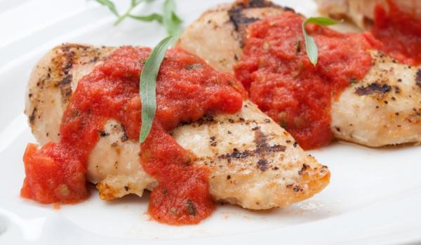 Пилешки гърди с италиански доматен сос