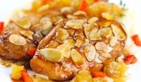 Пилешки бутчета с бадемов сос
