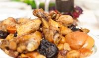 Пиле със сушени плодове
