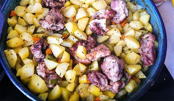 Апетитно пиле с картофи