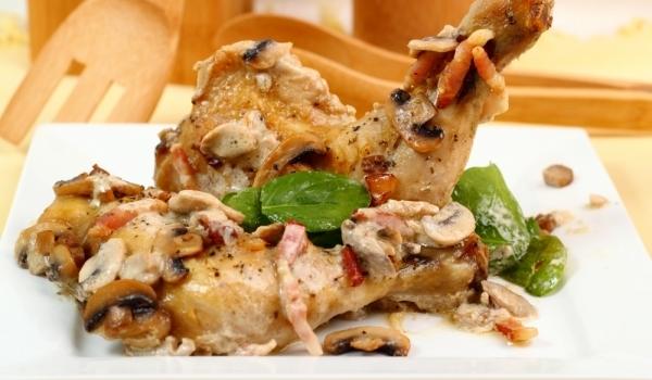 Пиле с печурки във вино