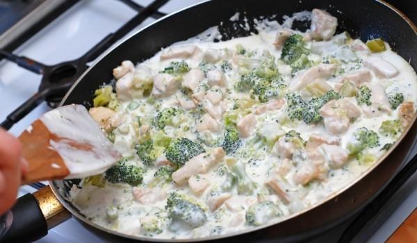 Пиле с броколи и чедър