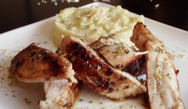 Пилешко филе с естрагон и пюре от целина