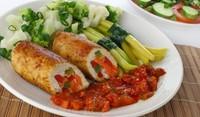 Пилешки руладини с доматен сос
