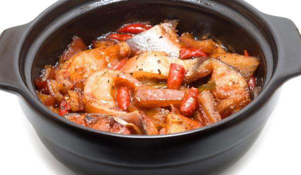 Бяла риба с мариновани пиперки
