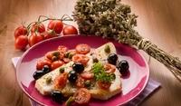 Скумрия, печена с маслини