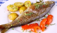 Печена риба в листа от бреза