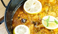 Риба с ориз, маслини и моркови