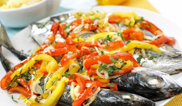 Скумрия на фурна със зеленчуци