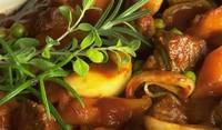 Задушен заек със зеленчуци