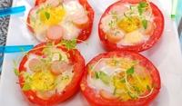 Яйца на фурна с домати и кренвирши