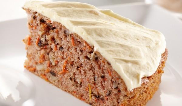 Вкусен кекс с орехи и моркови