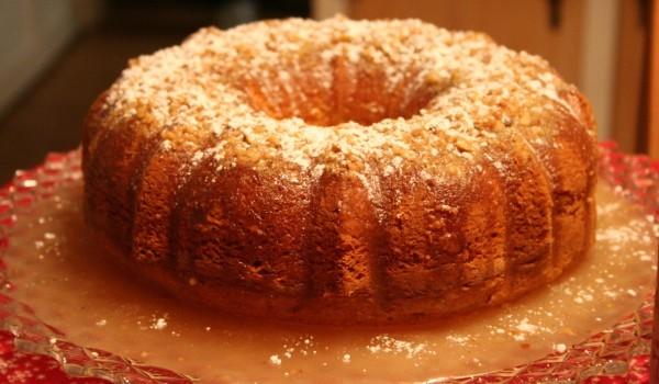 Кекс с ябълки и стафиди